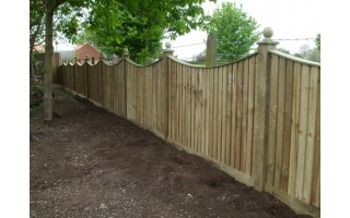 Swept Top Featherboard Fencing